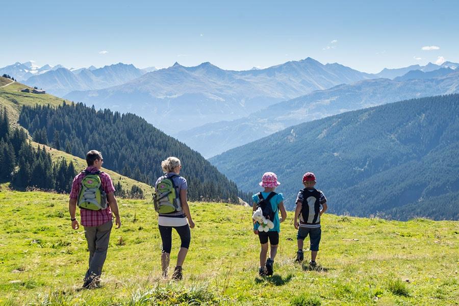 Семейната почивка в планината за децата